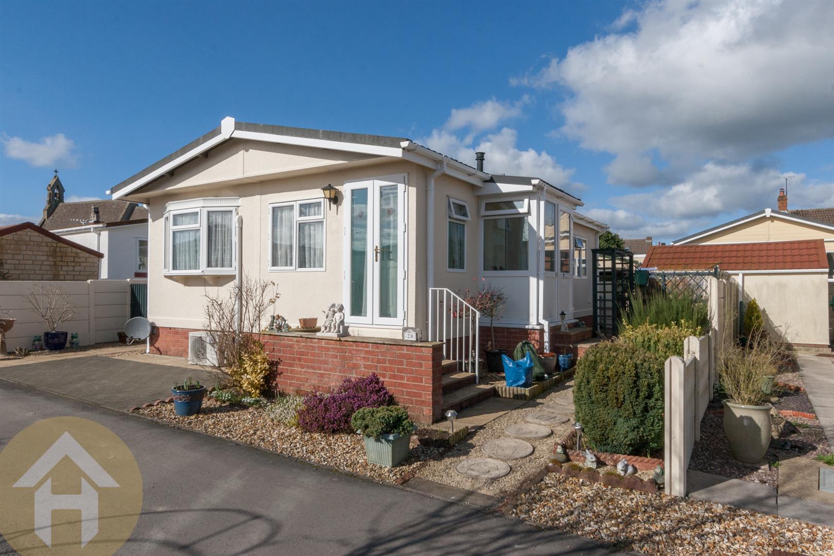 2 Bedrooms Park Home Mobile Home for sale in Church Park, Bradenstoke, Chippenham